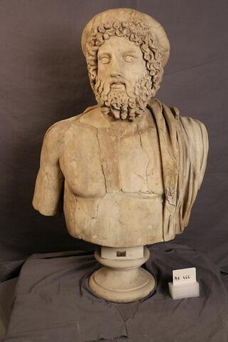 statue  ; statue