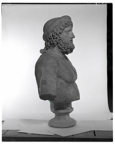 profil © 1997 Musée du Louvre / Patrick Lebaube