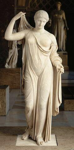 statue ; Aphrodite Naples Fréjus
