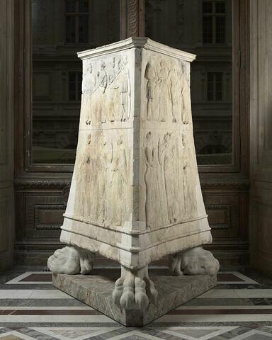 base de trépied ; Autel des douze dieux-Autel Borghèse