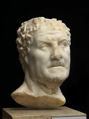 statue  ; Postumius Albinus