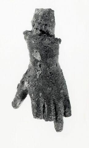 statuette ; fragment ; main