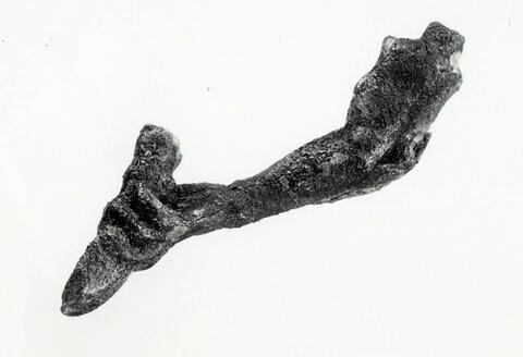 statuette ; fragment ; bras