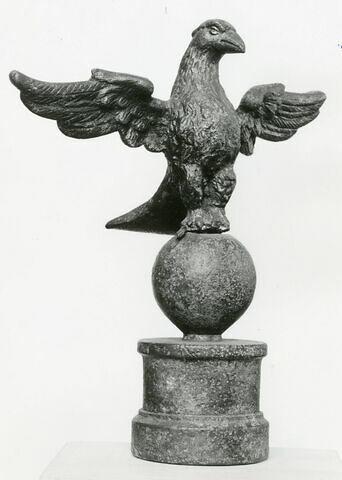 statuette ; élément de mobilier
