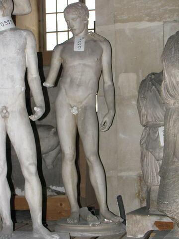 statue ; Idolino
