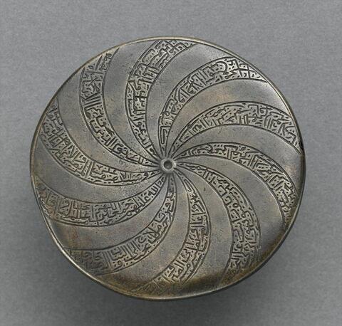 Miroir au poissons remployé en plaque talismanique