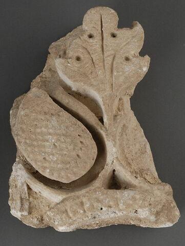 Fragment de stuc avec motif végétal
