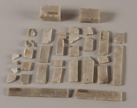 Lot de 32 fragments de placage