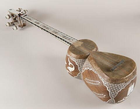 Instrument de musique (Ud ?)