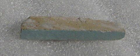 Fragment découpé dans une brique (?) glaçurée turquoise