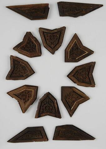 Groupe de douze éléments d'assemblage (4 trapèzes, 8 hexagones)