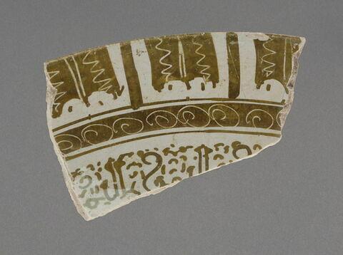 Tesson d'une coupe à décor d'inscriptions