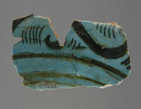 Fragment de paroi de coupe au pétal flanqué de 2 médaillons