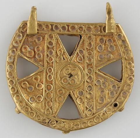 Élément de collier ou pendentif à décor cruciforme