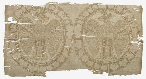 Fragment aux aigles ailes déployées et inscriptions
