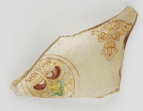 Fragment à médaillon enfermant un motif végétal trilobé