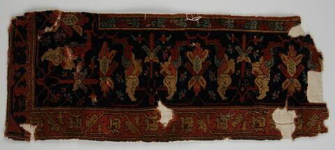 Fragment de tapis à décor d'arabesques fourchues