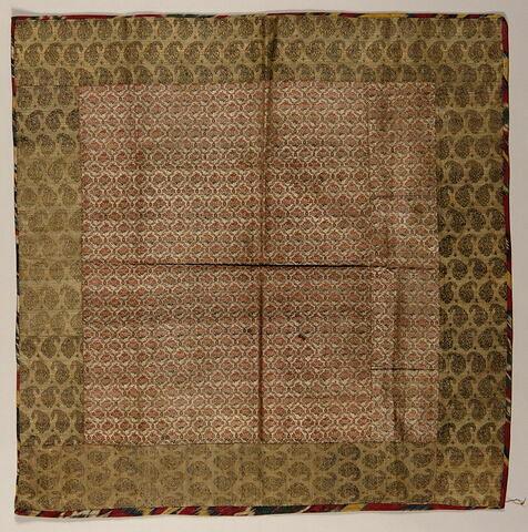 Tapis de table à réseau losangé fleuri bordée d'un filet d'ikat