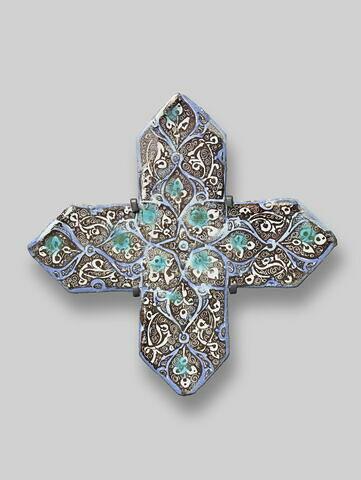 Croix à décor végétal stylisé