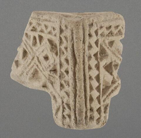 Fragment de brasero (?) à décor de losanges