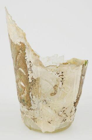 Fragment de gobelet à motif végétal stylisé
