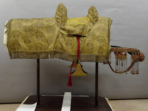 Carapaçon brodé d'or (selle de cheval de mamelouk)