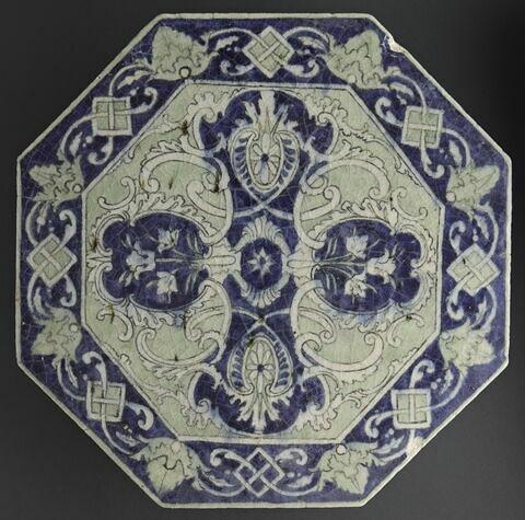 Carreau octogonal à décor rococo