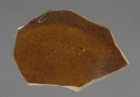 Fragment de base à glaçure ocre