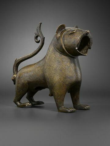"""Lion dit """"de Monzon""""; Bouche de fontaine"""