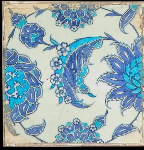 Carreau à fleurs hatayi et feuilles hanceri