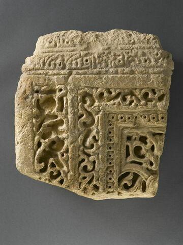 Fragment de stèle funéraire