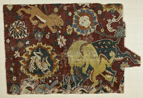 Fragment de tapis au combat d'animaux mythiques