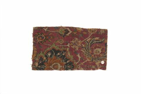 """Fragment de tapis à décor d'arabesques et à fleurs de lotus dit """"herati"""""""