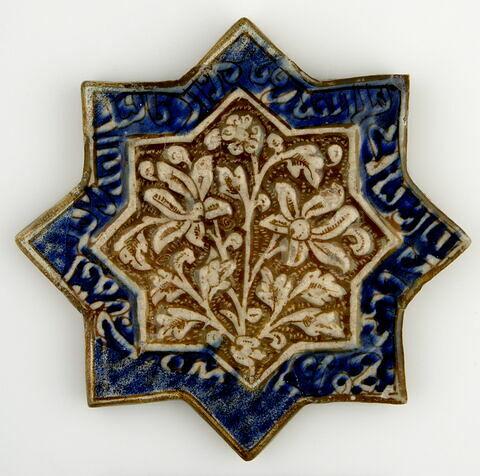 Etoile à décor de fleurs de lotus