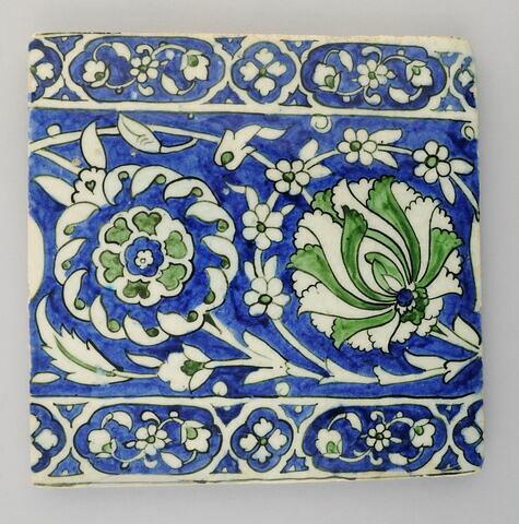 Carreau aux lotus et rosettes
