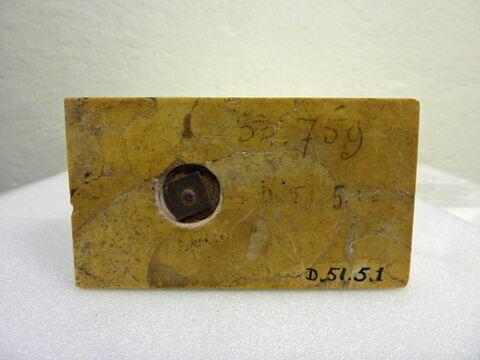 détail marquage / immatriculation ; vue de dessous © 2018 Musée du Louvre / Antiquités égyptiennes
