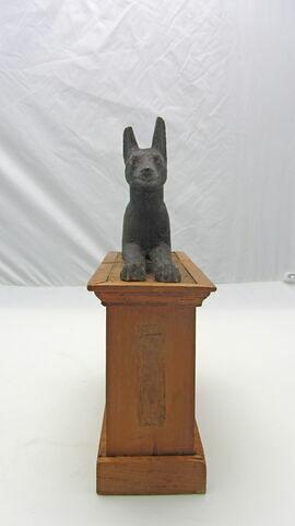 statue ; coffre funéraire