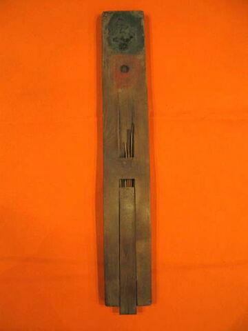 palette de scribe en règle à 2 cupules rondes ; calame