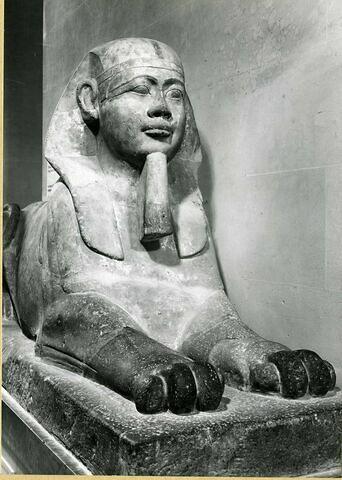 détail ; trois quarts droit © 1979 Musée du Louvre / Maurice et Pierre Chuzeville