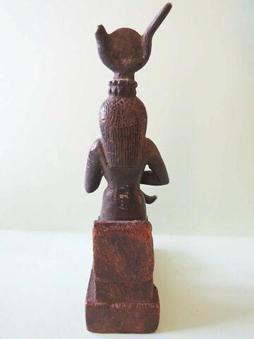 figurine d'Isis allaitant