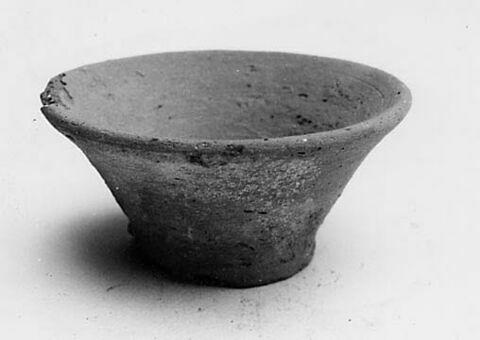 vase ; coupe basse évasée ; simulacre