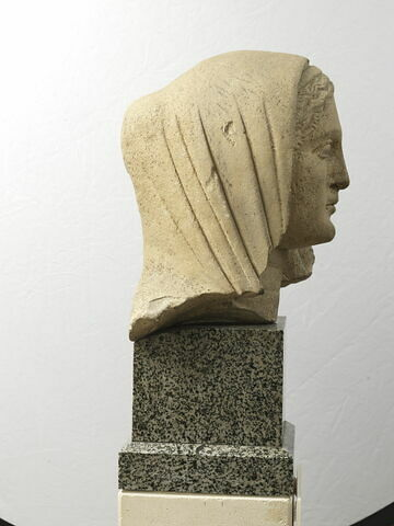 statue ; tête