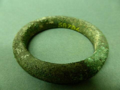 bracelet  ; outil  ; bijou  ; anneau