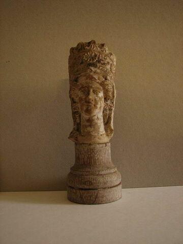 statue ; fragment