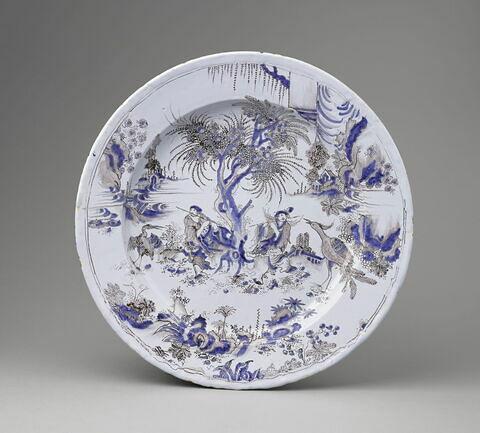 Grand bassin d'apparat à décor chinois en camaïeu bleu et manganèse