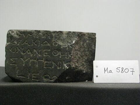 support ; statuette ; inscription