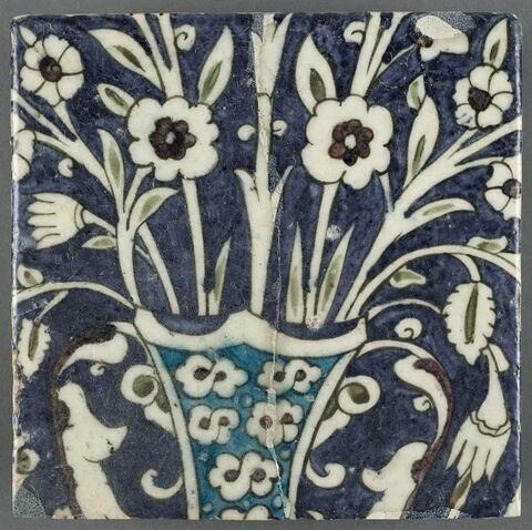 Carreau d'un panneau aux vases et bouquets de fleurs