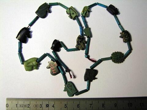 collier ; perle tubulaire ; amulette oudjat