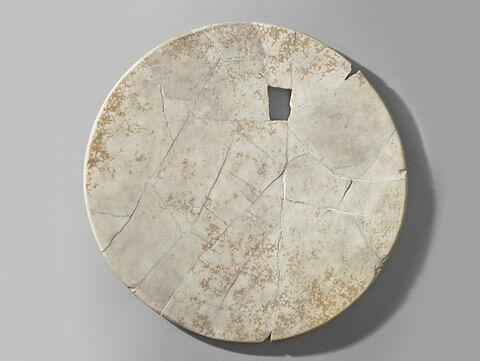 table d'offrandes en plateau circulaire