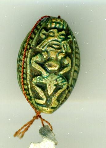 perle cauroïde à cordelette ; scaraboïde